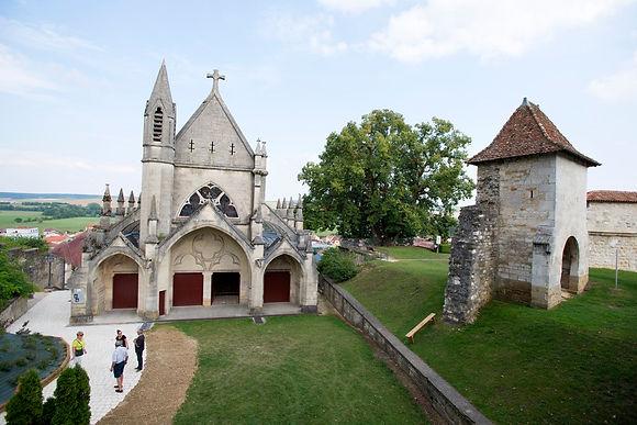 chapelle-castrale-et-porte-de-france.JPG