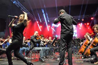 Rocksymphony s Noidem a Martou Jandovou odehrála ve Zlíně směs hitů od rockových velikánů