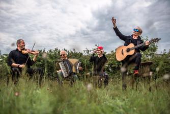 Skupina ČECHOMOR neklesá na mysli a vydává novinkové album Radosti života