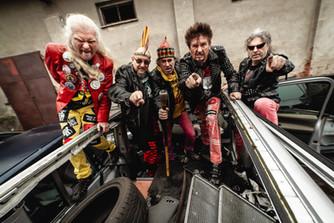 VISACÍ ZÁMEK natočil pěkně ostré album, požehnal tatrovce a vyjíždí na turné