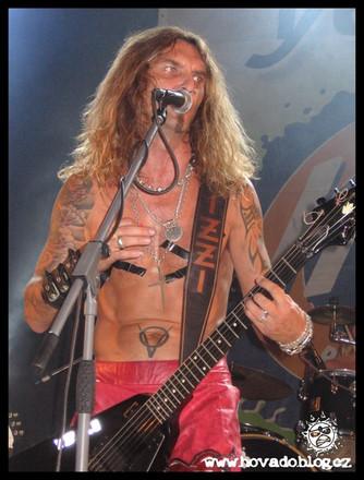 Rocker Izzi zve na Kamínku (archiv 2009)