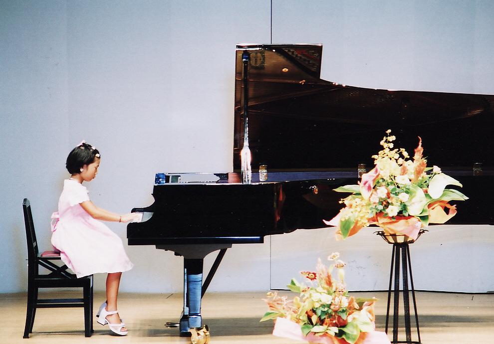 07歳ピアノ発表写真①