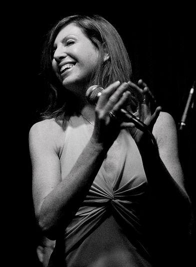 Elizabeth Lamers Vocalist