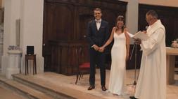 Prête mariant un couple dans une église dans le sud de la France