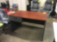 Pre-owned Global Desk 48x30