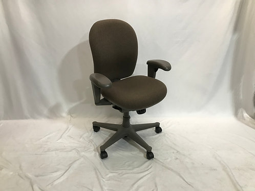 Pre-owned HM Ambi Chair