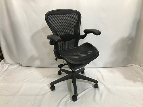 Pre-owned HM Aerons Chair (Size B)