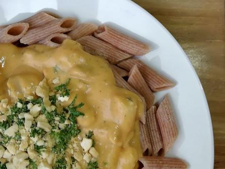 """Vegan pasta met """"kaas""""saus, witte asperge en champignon"""