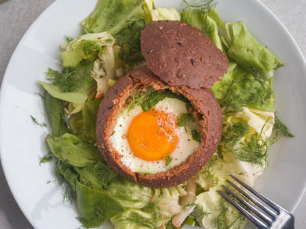 Omega-3 brood-nestje (broodje gevuld met ei)