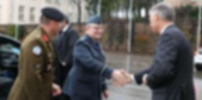 Visite_président_militaire_otan_au_cm.jp