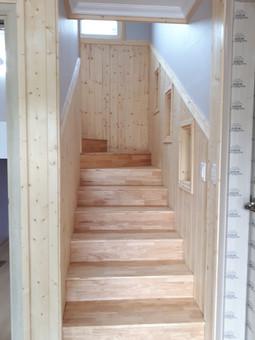 2층으로올라가는 계단 고무나무