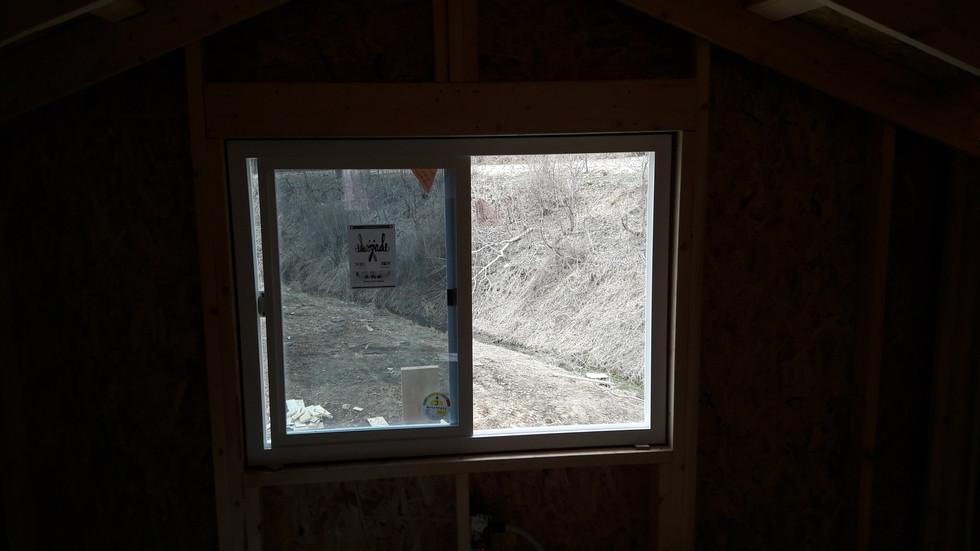 2층에서 바라보는 창문