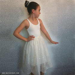 שמלת פנינים לבנה