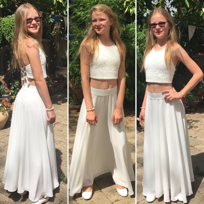 חצאית ארוכה לבנה וטופ קשירות בגב