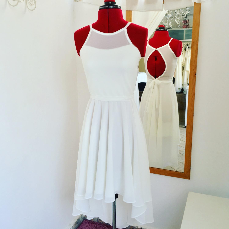שמלת בת מצווה עם שובל וגב שיפון