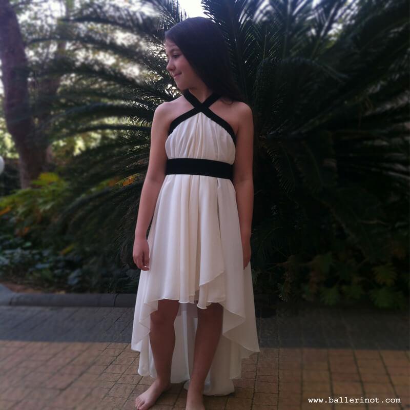 שמלת בת מצווה לבנה קולר עם שובל