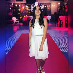 חצאית קצרה לבנה משיפון וגופייה
