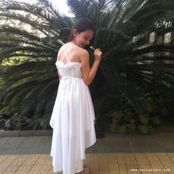 שמלת בת מצווה פרחים עם שובל לבנה
