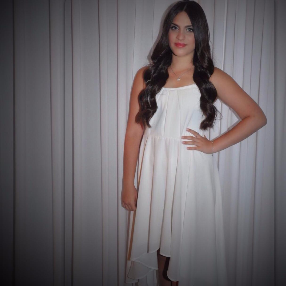 שמלת בת מצווה לבנה עם שובל