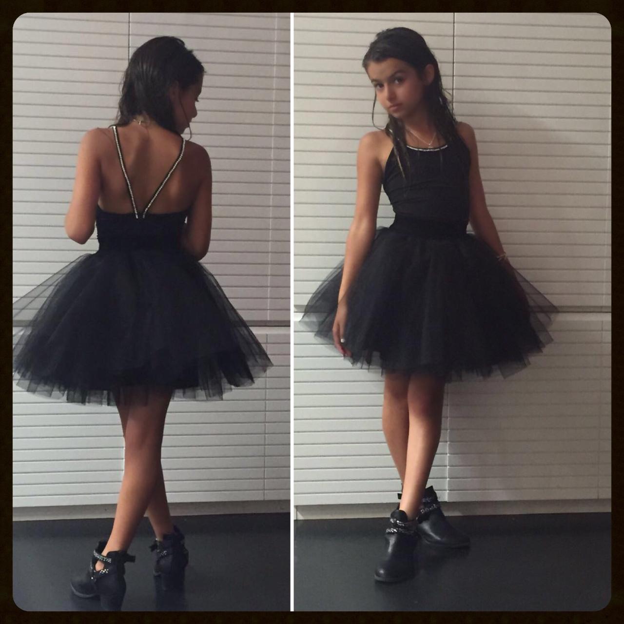שמלת טוטו שחורה קצרה בגזרת סטרפלס