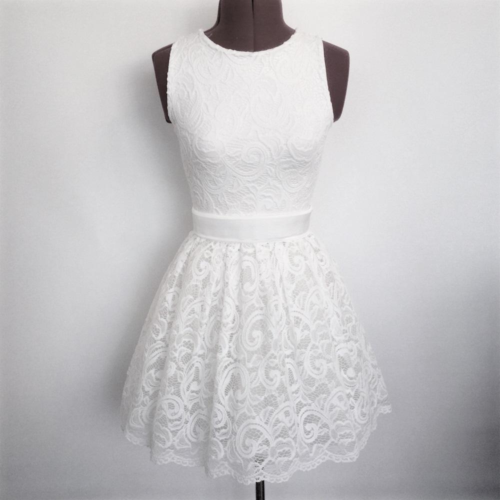 שמלת תחרה וטול
