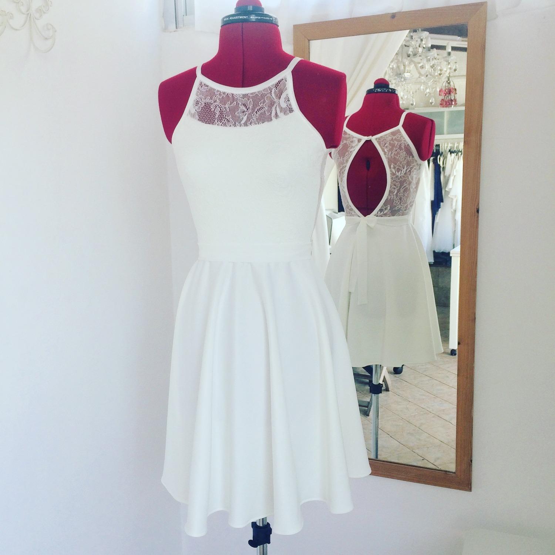 שמלת בת מצווה קצרה עם גב מתחרה