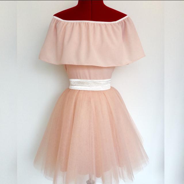 שמלת טוטו קצרה בצבע פודרה
