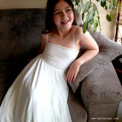 שמלת בת מצווה סטרפלס כתפיות לבנה