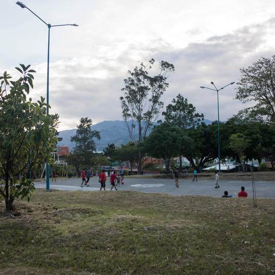 Parque Bosque also has a nice basketball court.