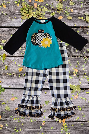Black and White Gingham Pumpkin Set