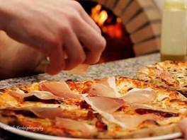 pizza által cook.jpg