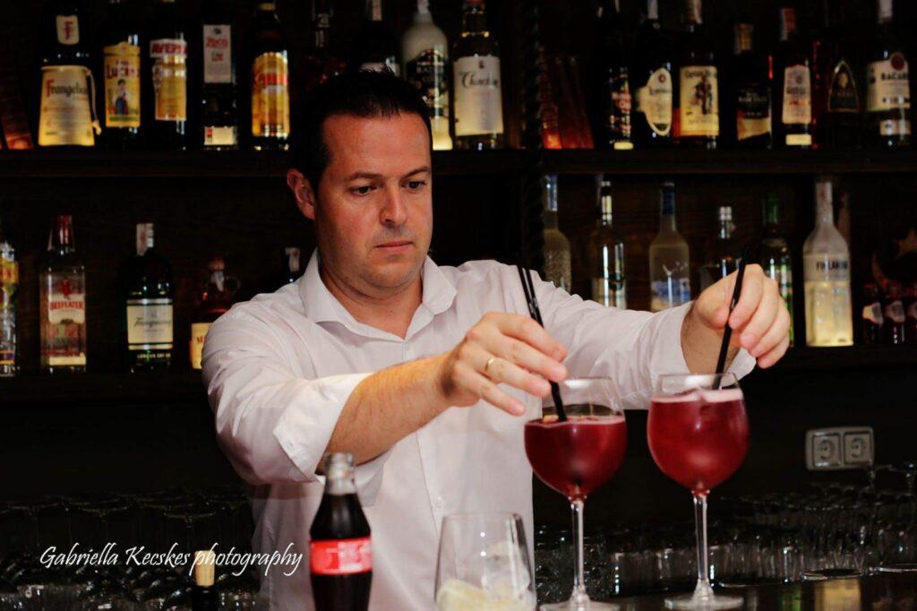 Bar servicing many drinks.jpg