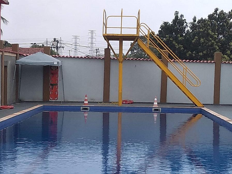 piscinaAzemut.jpeg
