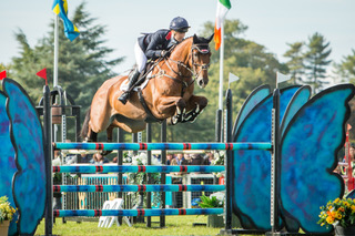 Laura Collett MR BASS jump a clear round to snatch 2nd place in the CCI3