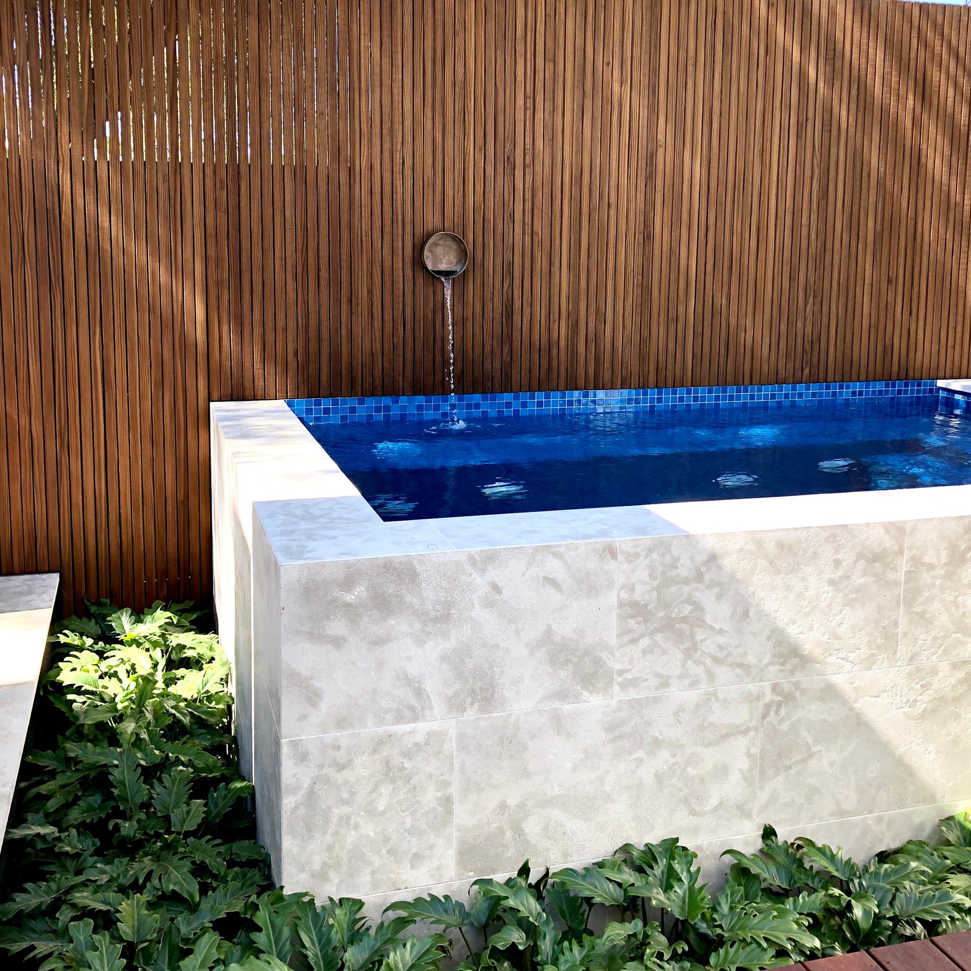 Swanbourne Water feature Outdoor Shower