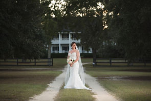 Twelve Oak Estates is one of the newer venues in the Lexington area, and offers a ton of space, beautiful pastures, a gorgeous driveway lined by twelve oak trees, and a large indoor reception area really make this venue stand out.