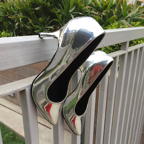 Silver glossy pumps