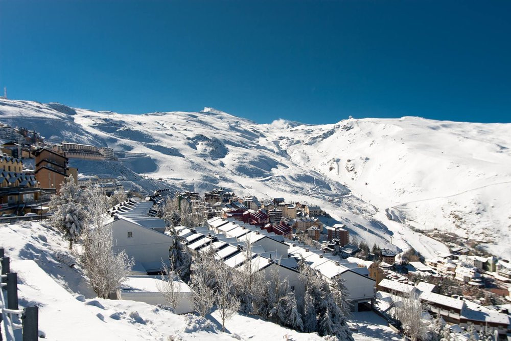 Vue sur Pradollano et domaine skiable Sierra Nevada