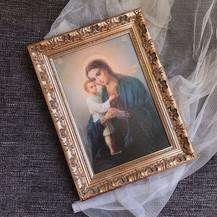 икона в деревянной раме