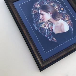 портрет в пластиковой раме с цветным паспарту и художественным стеклом