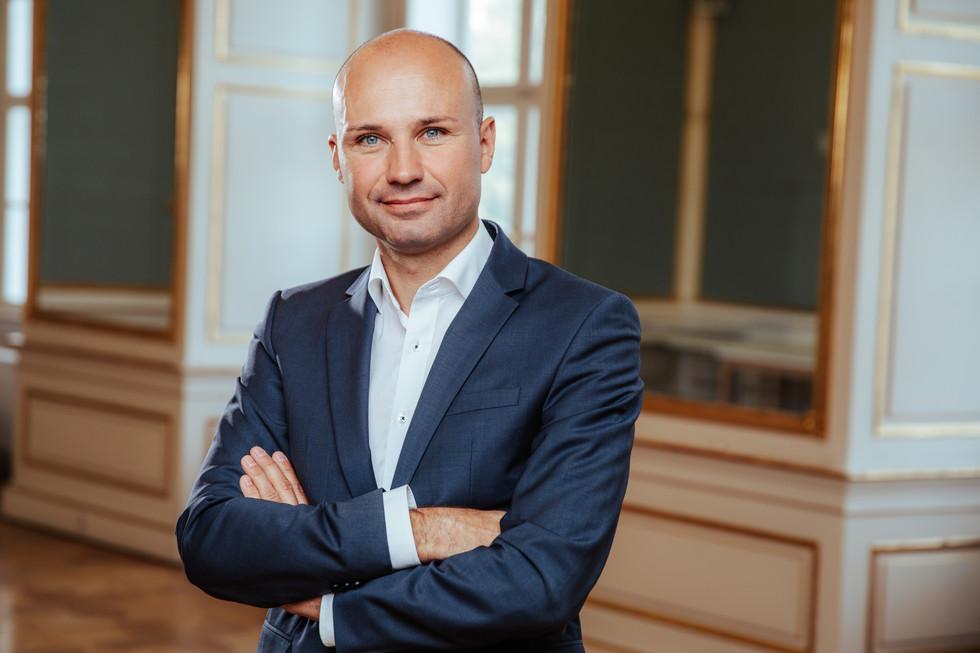 Dr. Alexander Pirker-2.jpg