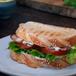 Sanduíche de Bacon com Salada