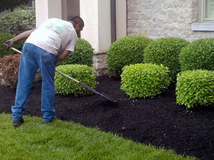 4 Seasons Landscape Services  provides mulch and bed maintenance services residentail and commercial properties in Redding, Calfiornia