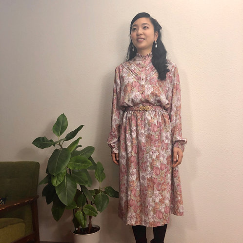 ピンクのクラッシク花柄ドレス