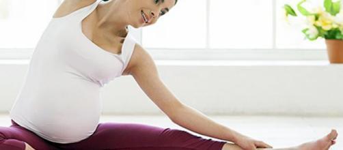 yoga-y-embarazo-mimitos-de-mama-el-amor-