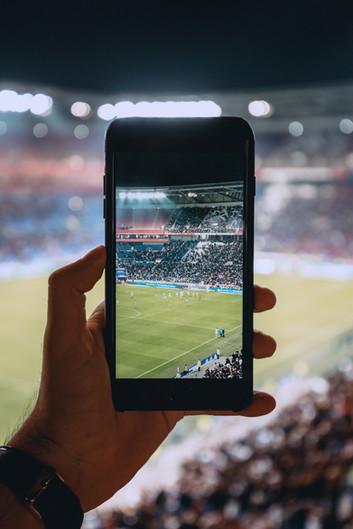 Smartphone im Stadion