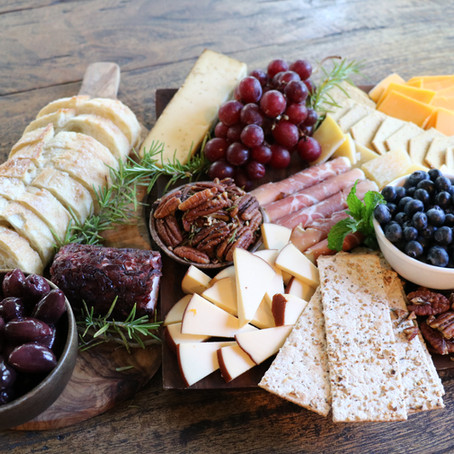 The perfect mother's day charcuterie board!!!