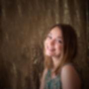 Portrait, auto-portrait, fond doré, or, paillettes, fond studio or, portrait femme