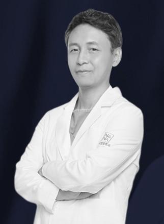 นายแพทย์ คิมยองแท