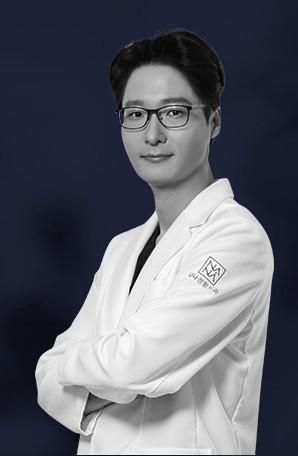 ผู้อำนวยการโรงพยาบาลนานะ ศัลยแพทย์ คิมฮยองจุน